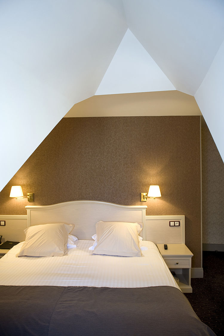 Entreprise tous corps d'état rénovation extension Côtes d'armor chambre finition décoration hôtel